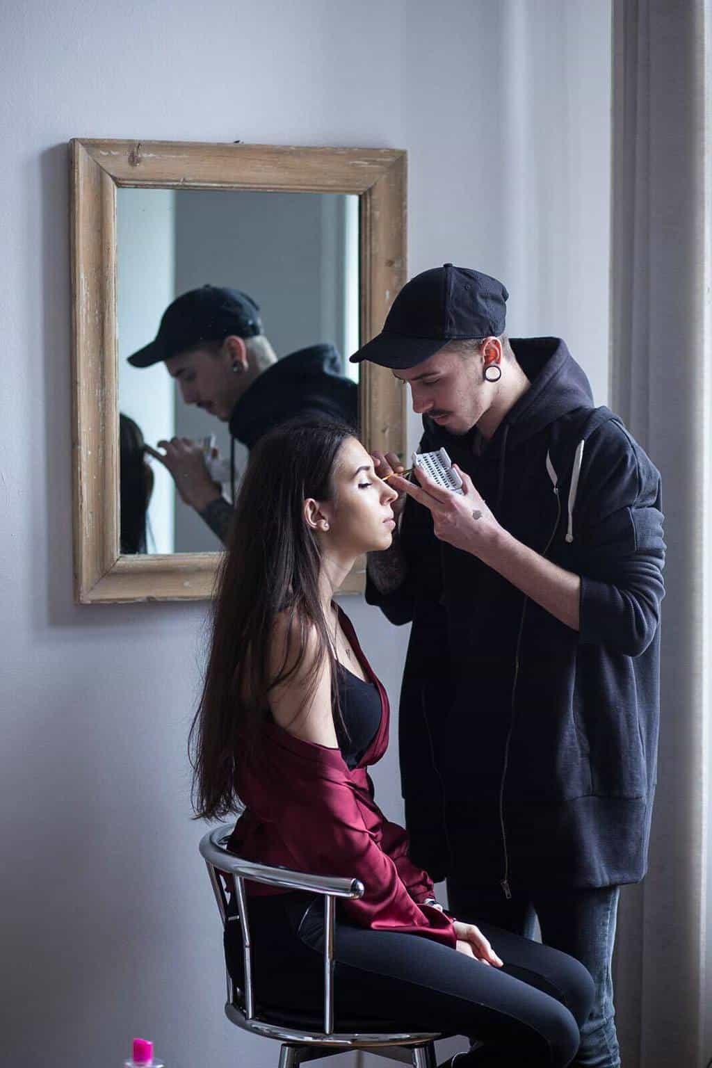 Makeup artist barbatesc